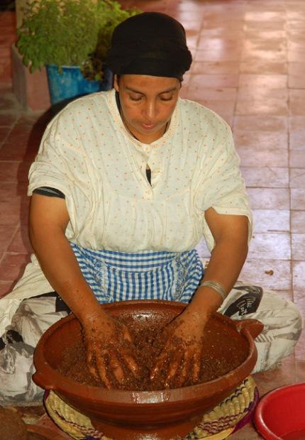 maroc_essaouira_argane_oil_luc_viatour_2.jpg