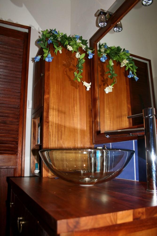 bois et couleur pour salle de bain zen mes ailleurs. Black Bedroom Furniture Sets. Home Design Ideas