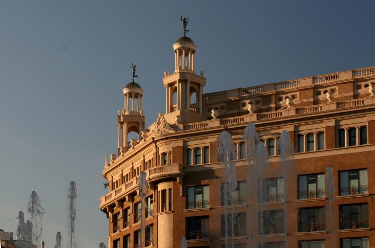 Casa Pich i Pon - Plaza de Cataluna - Barcelona - Arquitetco PUIG I CADAFALCH JOSEP 1919-20 - Rambla de Cataluña/ Plaza de Cataluña, 9
